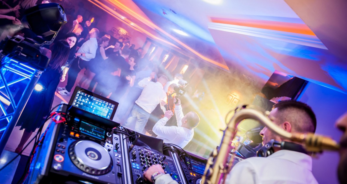 DJ Na Ostatki Niespodzianka Dr Sax Hotel Amber Cieśle